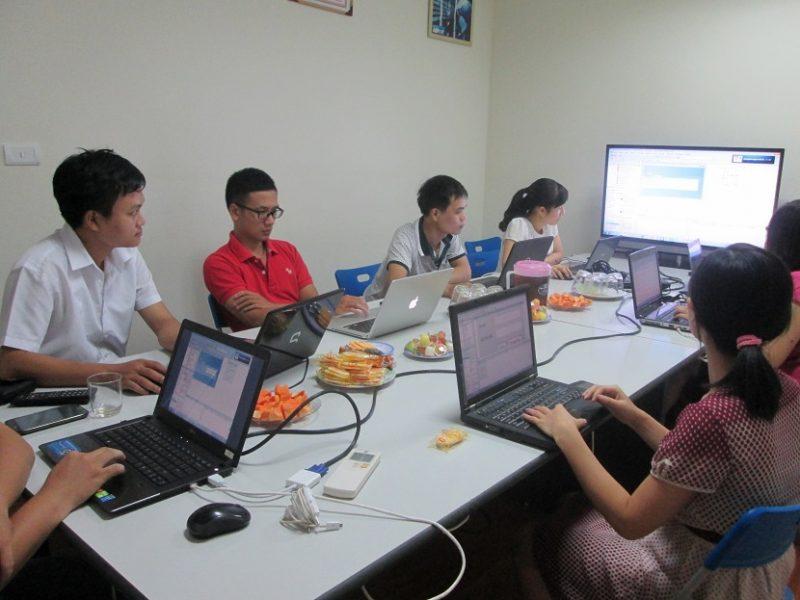 Hình ảnh học viên học lập trình VBA tại Stanford