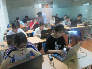 Học lập trình chuyên nghiệp từ giảng viên giàu kinh nghiệm